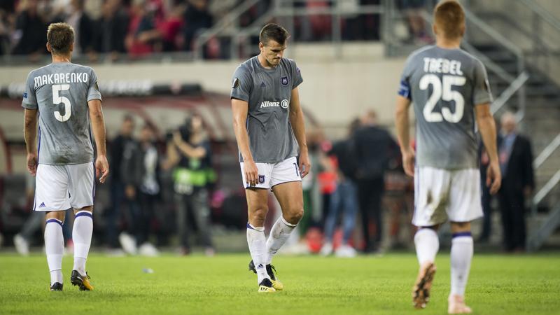 Anderlecht ne laisse rien au hasard: toutes les chaussures désinfectées
