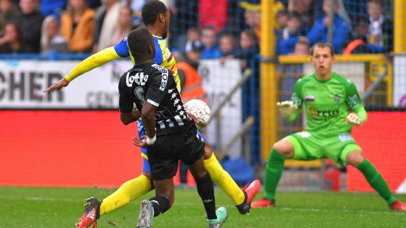Waasland-Beveren pakt een punt tegen negen Charleroi-spelers
