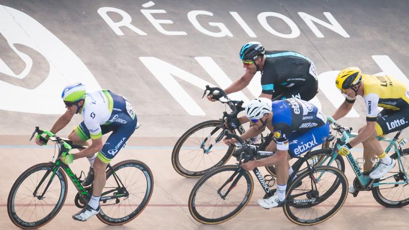 Boeman van Boonen hangt fiets aan de haak