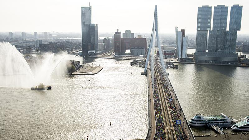 NN Marathon Rotterdam gebruikt koelbaden om lopers af te koelen