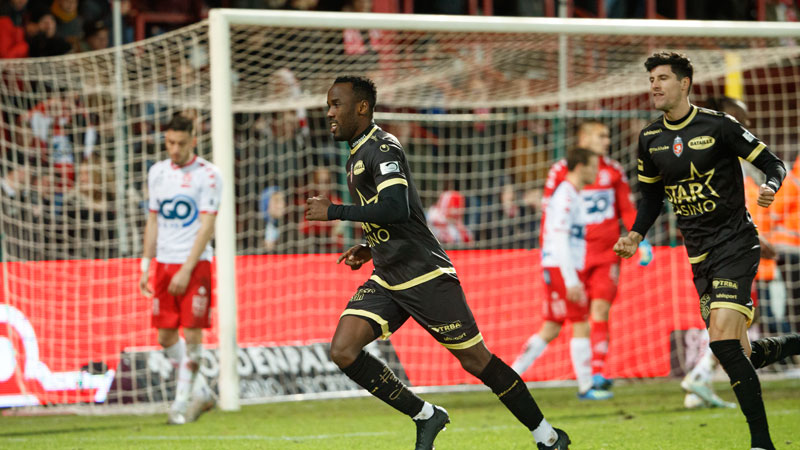 Mouscron reste en contact avec le top 6