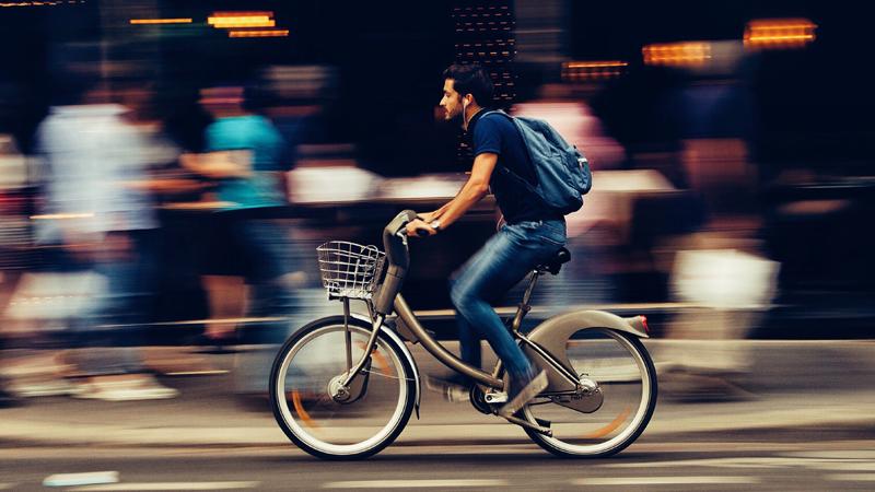 Italiaanse stad beloont woon-werkverkeer met fiets