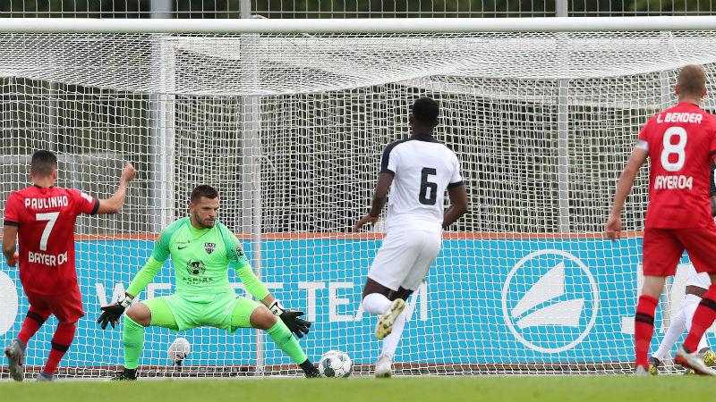 Standard verliest van Sels en Straatsburg, Eupen klopt Leverkusen