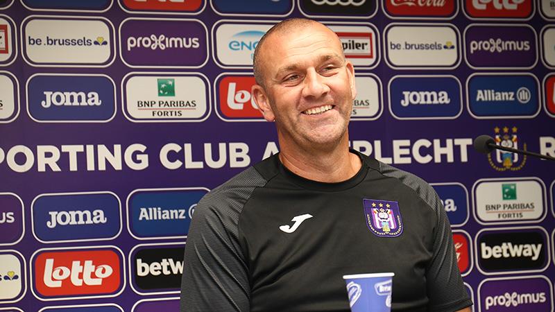 Simon Davies officieel hoofdcoach van Anderlecht