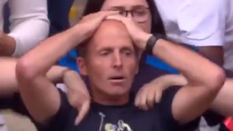 Quand un arbitre anglais (et supporter) devient fou (VIDEO)