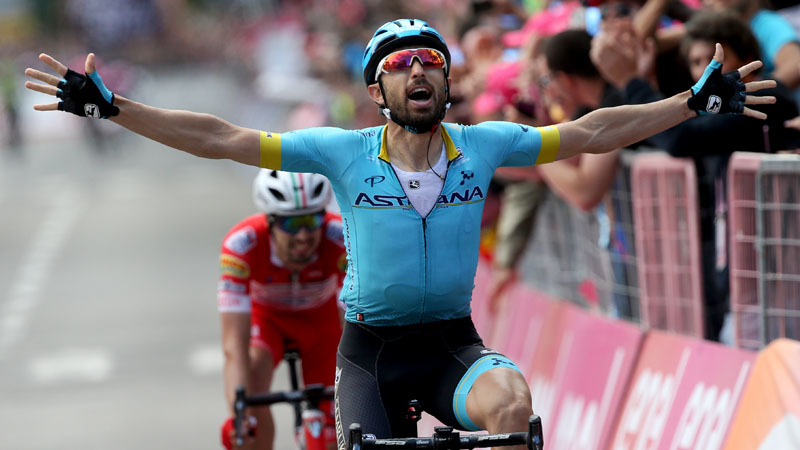 Cataldo triomfeert in Como, Carapaz verstevigt leiderstrui