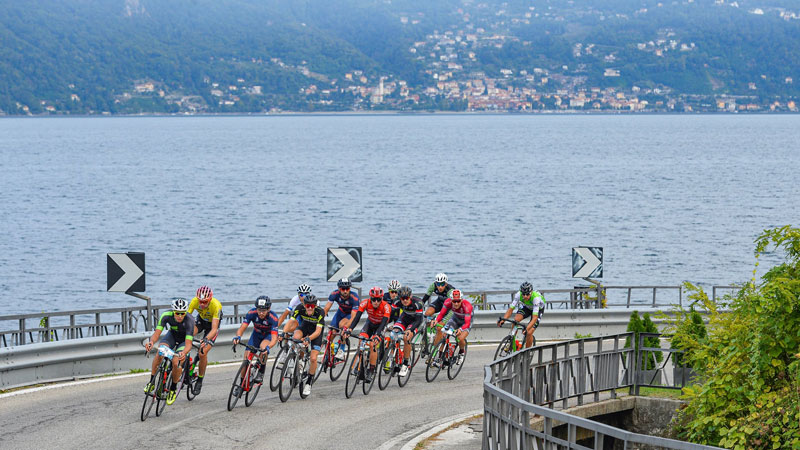 International peloton in the Tre Valli Varesine Granfondo
