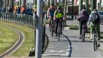Bij fietsen veel meer afstand dan anderhalve meter nodig