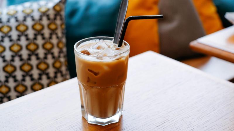 Verfrissende ijskoffie of iced latte: zo maak je ze zelf!