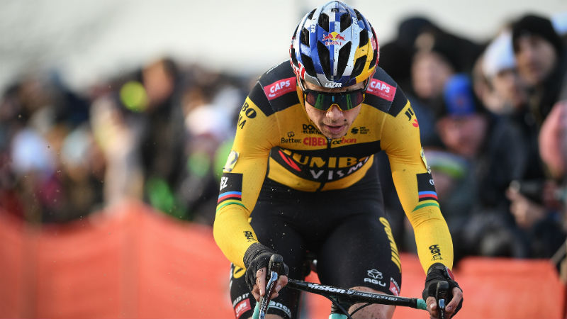 Van Pau naar Lille: Wout van Aert geeft comeback glans met winst in thuiscross