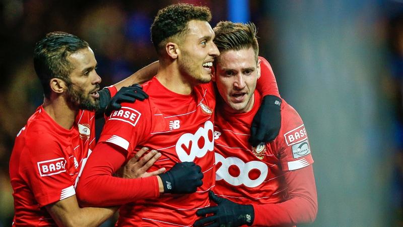 Le Standard domine Genk et maintient Anderlecht dans la course