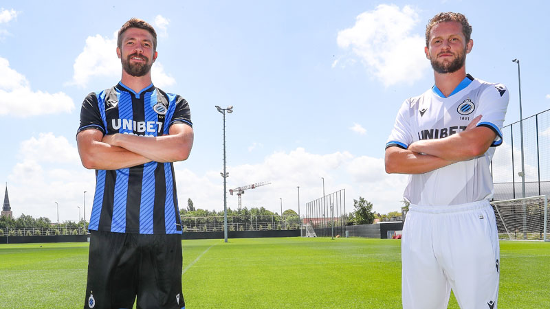 Club Brugge werkt eerste veldtraining af en stelt nieuwe shirts voor