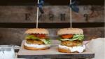 Dag van de hamburger: recept visburger met dillesaus