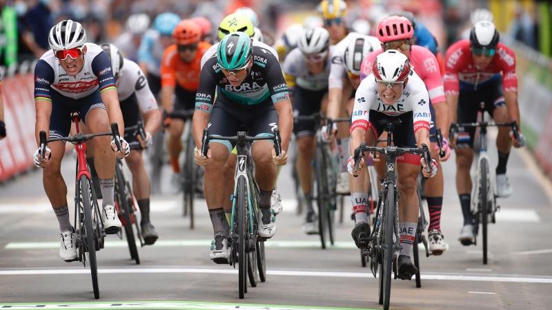 Philipsen sprints to opening stage win in Ardooie