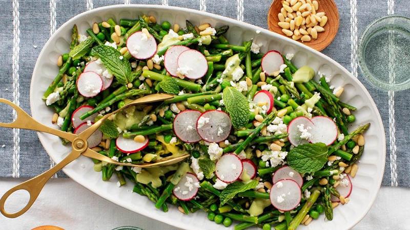 Lente op je bord met deze frisse aspergesalade