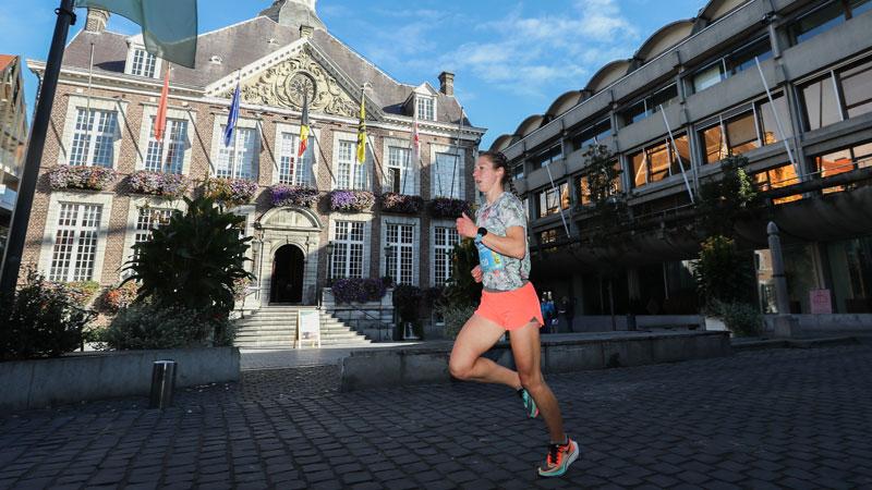 Guga Baul geeft bekende Limburgers een stem in Keytrade Bank Virtual City Run Hasselt