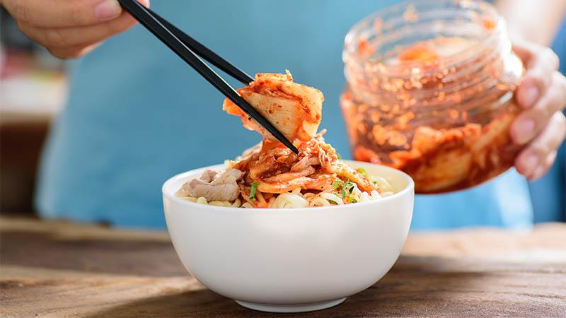 De gezondheidsvoordelen van Kimchi (en hoe je dit superfood zelf kan maken)