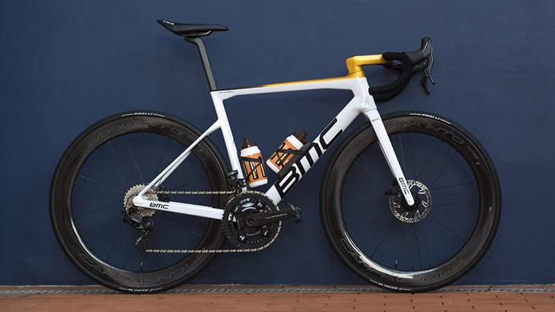 Un vélo blanc et or pour Golden Greg Van Avermaet