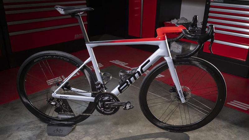Le nouveau vélo de l'équipe de Naesen et Van Avermaet en détail (VIDEO)