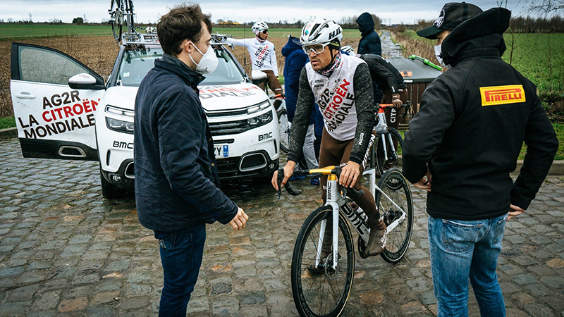 Van Avermaet en Naesen testen tubeless in Roubaixverkenning (VIDEO)