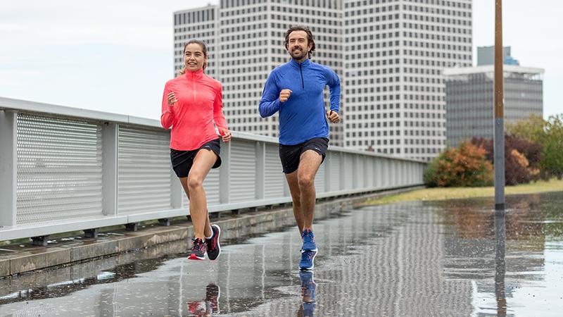 Courir sous la pluie: remettre à plus tard ou se lancer?