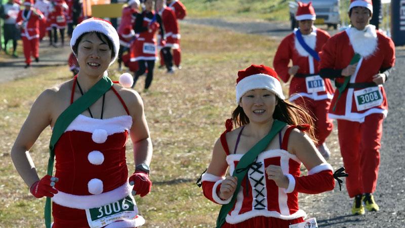 Kerstmannen op de loop