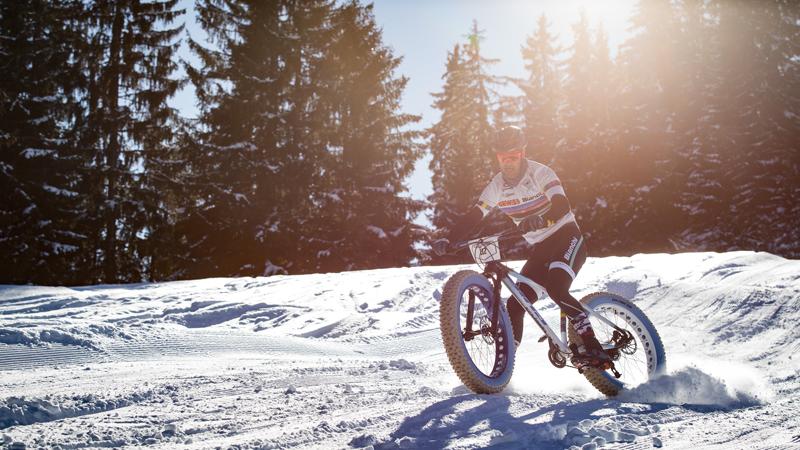 Apart avontuur: snowbikeracen in Gstaad